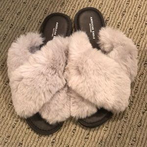 American eagle fuzzy slippers